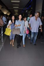 Sridevi, Boney Kapoor, Jhanvi Kapoor, Khushi Kapoor returns from IIFA in Airport, Mumbai on 9th July 2013 (7).JPG