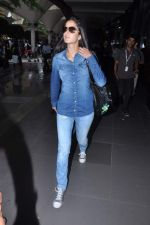 Katrina Kaif snapped at airport in Mumbai on 10th July 2013 (25).JPG