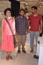 Anand Gandhi, Sohum Shah, Kiran Rao at Ship of Theseus promotion in Reliance Retail, Mumbai on 11th July 2013 (15).JPG
