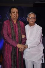 Gulzar launches Bhupinder Mitali_s album in Novotel, Mumbai on 16th July 2013 (62).JPG