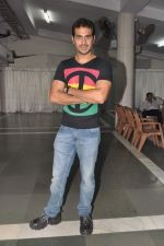 Kaishav Arora at Hear No Evil See No Evil play premiere in Rangsharda, Mumbai on 14th July 2013 (57).JPG