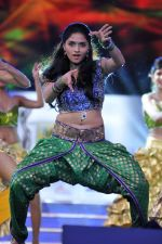 Sunaina perfoms during the 60th Filmfare Awards..jpg