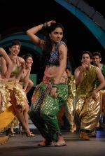 Sunaina perfoms during the 60th Filmfare Awards.jpg