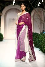 Model walk the ramp for Meera Mussafar Ali showcase 2013 bridal collection in Delhi on 24th July 2013 (13).jpg