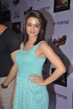 Surveen Chawla at Bajatey raho premiere in Mumbai on 25th July 2013 (274).JPG