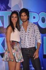 Ileana Dcruz, Shahid Kapoor at the Launch of Tu Mere Agal Bagal Hai song from Phata Poster Nikhla Hero in Mehboob, Mumbai on 26th July 2013 (115).JPG