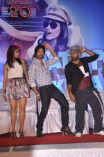 Ileana Dcruz, Shahid Kapoor at the Launch of Tu Mere Agal Bagal Hai song from Phata Poster Nikhla Hero in Mehboob, Mumbai on 26th July 2013 (116).JPG