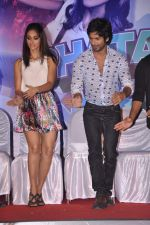 Ileana Dcruz, Shahid Kapoor at the Launch of Tu Mere Agal Bagal Hai song from Phata Poster Nikhla Hero in Mehboob, Mumbai on 26th July 2013 (118).JPG