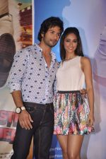 Ileana Dcruz, Shahid Kapoor at the Launch of Tu Mere Agal Bagal Hai song from Phata Poster Nikhla Hero in Mehboob, Mumbai on 26th July 2013 (79).JPG
