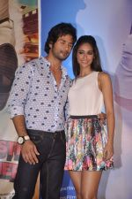 Ileana Dcruz, Shahid Kapoor at the Launch of Tu Mere Agal Bagal Hai song from Phata Poster Nikhla Hero in Mehboob, Mumbai on 26th July 2013 (80).JPG