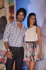 Ileana Dcruz, Shahid Kapoor at the Launch of Tu Mere Agal Bagal Hai song from Phata Poster Nikhla Hero in Mehboob, Mumbai on 26th July 2013 (81).JPG