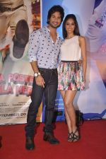 Ileana Dcruz, Shahid Kapoor at the Launch of Tu Mere Agal Bagal Hai song from Phata Poster Nikhla Hero in Mehboob, Mumbai on 26th July 2013 (83).JPG