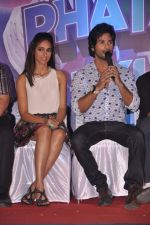Ileana Dcruz, Shahid Kapoor at the Launch of Tu Mere Agal Bagal Hai song from Phata Poster Nikhla Hero in Mehboob, Mumbai on 26th July 2013 (84).JPG