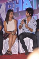 Ileana Dcruz, Shahid Kapoor at the Launch of Tu Mere Agal Bagal Hai song from Phata Poster Nikhla Hero in Mehboob, Mumbai on 26th July 2013 (85).JPG