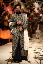 Model walks for Rohit Bal in Delhi on 26th July 2013 (29).jpg