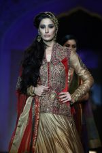 Nargis Fakhri walks for designer Ashima Leena in Delhi on 26th July 2013 (4).jpg