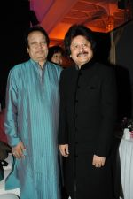 Pankaj Udhas, Bhupinder Singh at Pankaj Udhas_s Khazana concert in Trident, Mumbai on 26th July 2013 (15).JPG