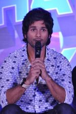 Shahid Kapoor at the Launch of Tu Mere Agal Bagal Hai song from Phata Poster Nikhla Hero in Mehboob, Mumbai on 26th July 2013 (109).JPG