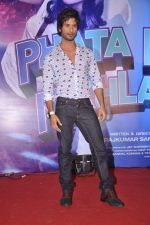 Shahid Kapoor at the Launch of Tu Mere Agal Bagal Hai song from Phata Poster Nikhla Hero in Mehboob, Mumbai on 26th July 2013 (140).JPG