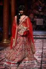 Chitrangada Singh walks for Designer Suneet Varma in Delhi on 27th July 2013 (21).jpg