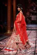 Chitrangada Singh walks for Designer Suneet Varma in Delhi on 27th July 2013 (22).jpg