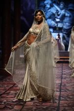 Model walks for Designer Suneet Varma in Delhi on 27th July 2013 (29).jpg