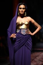 Model walks for Designer Suneet Varma in Delhi on 27th July 2013 (36).jpg