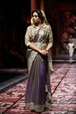 Model walks for Designer Suneet Varma in Delhi on 27th July 2013 (39).jpg