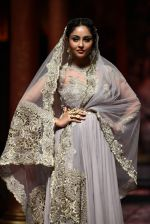 Model walks for Designer Suneet Varma in Delhi on 27th July 2013 (40).jpg