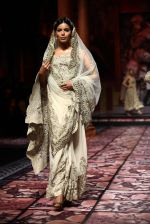 Model walks for Designer Suneet Varma in Delhi on 27th July 2013 (41).jpg