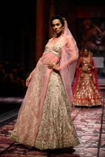Model walks for Designer Suneet Varma in Delhi on 27th July 2013 (43).jpg