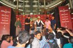 Shahrukh Khan visits Fun Cinemas in Bhopal to promote Chennai Express on 27th July 2013 (65).JPG