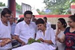 Anita Raj, Suresh Oberoi at Anita Raj_s Father Jagdish Raj funeral in Vile Parle, Mumbai on 28th July 2013 (19).JPG