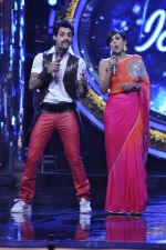 Karan Wahi, Mandira Bedi on the sets of Indian Idol Junior in Filmcity, Mumbai on 28th July 2013 (59).JPG