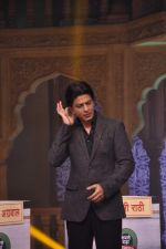 Shahrukh Khan on the sets of Diya aur Baati in Filmcity, Mumbai on 28th July 2013 (16).JPG