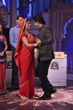 Shahrukh Khan on the sets of Diya aur Baati in Filmcity, Mumbai on 28th July 2013 (31).JPG