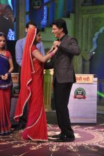 Shahrukh Khan on the sets of Diya aur Baati in Filmcity, Mumbai on 28th July 2013 (34).JPG