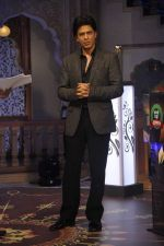 Shahrukh Khan on the sets of Diya aur Baati in Filmcity, Mumbai on 28th July 2013 (6).JPG