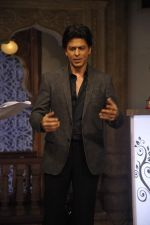 Shahrukh Khan on the sets of Diya aur Baati in Filmcity, Mumbai on 28th July 2013 (9).JPG
