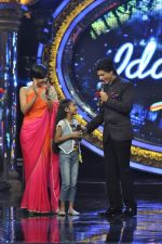 Shahrukh Khan on the sets of Indian Idol Junior in Filmcity, Mumbai on 28th July 2013 (107).JPG