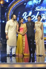 Shahrukh Khan, Deepika Padukone, Rohit Shetty, Shreya Ghoshal on the sets of Indian Idol Junior in Filmcity, Mumbai on 28th July 2013 (72).JPG