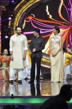 Shahrukh Khan, Rohit Shetty and Deepika Padukone on the sets of Indian Idol Junior in Filmcity, Mumbai on 28th July 2013 (33).JPG