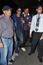 Shahrukh Khan leaves for London in Mumbai Airport on 29th July 2013 (2).JPG