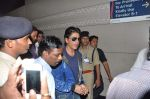 Shahrukh Khan leaves for London in Mumbai Airport on 29th July 2013 (8).JPG