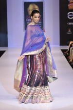 Mugdha Godse walks at Bangalore Fashion Week on 30th July 2013 (2).JPG