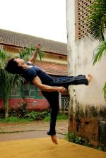 Tiger Shroff_s pictures doing gymnastics (19).JPG