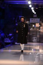 Anil Kapoor walk for Masaba-Satya Paul for PCJ Delhi Couture Week on 2nd Aug 2013 (73).JPG