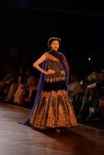 Model walks for Manish Malhotra show at PCJ Delhi Couture Week 2013 on 4th Aug 2013 (183).JPG