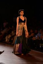 Model walks for Manish Malhotra show at PCJ Delhi Couture Week 2013 on 4th Aug 2013 (187).JPG