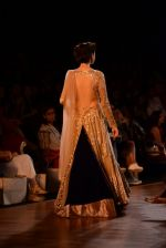 Model walks for Manish Malhotra show at PCJ Delhi Couture Week 2013 on 4th Aug 2013 (208).JPG